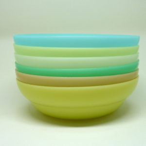 Assiettes Tupperware pastel