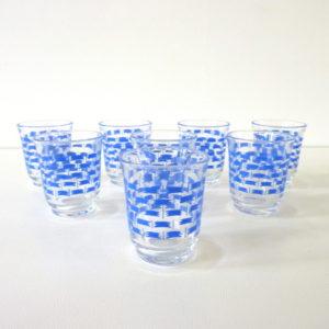 verres à liqueur bleus