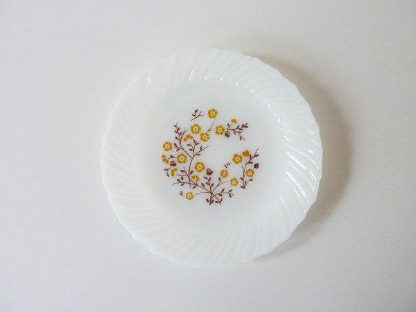 assiettes desserts fleurs jaune