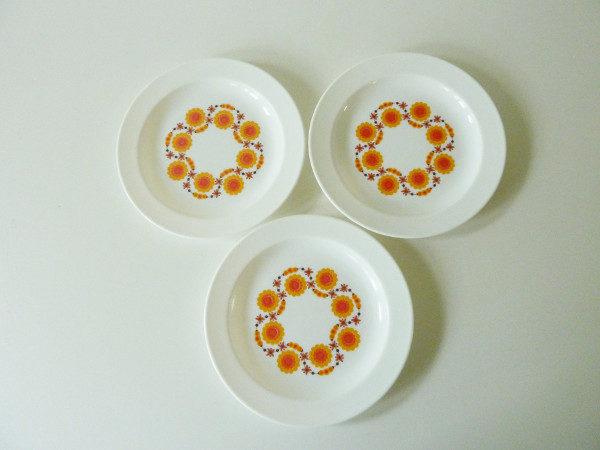 3 Assiettes fleurs orange