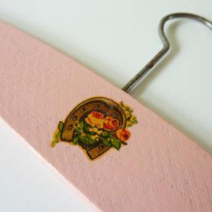 cintre rose enfant