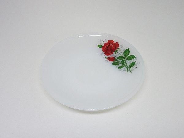 petite assiette arcopal rose rouge
