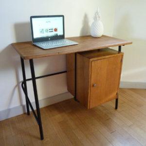 petit-bureau-en-bois-vintage