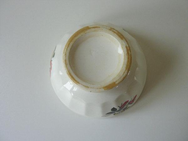 bol ancien cotelé décor fleurs