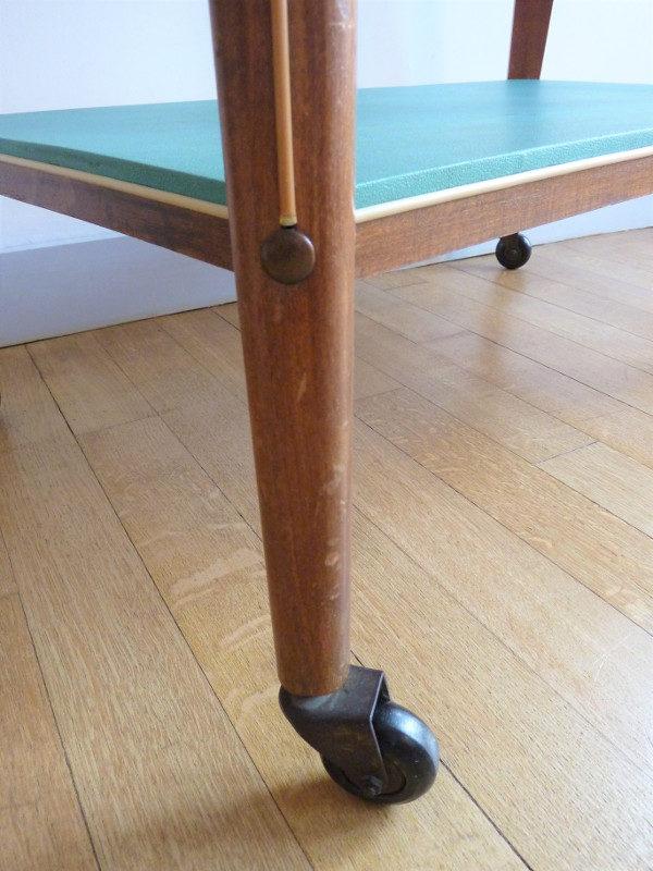 pied table à roulettes vintage