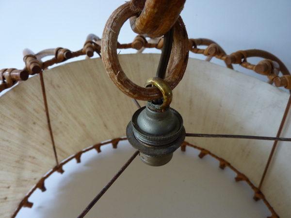suspension cage en rotin vintage détail