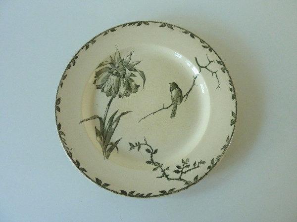 assiettes 1900 terre de fer décor oiseaux
