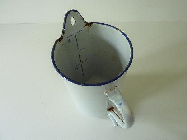 Broc émaillé pot à lavement