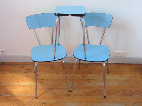 Chaises et tabouret formica bleu efji