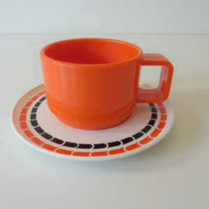 Tasses mélaminé orange 70's