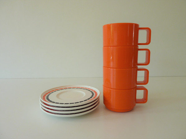 Tasses mélaminé orange seventies camping