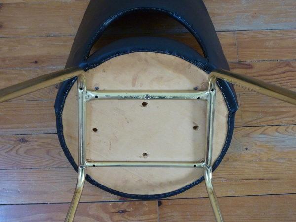 chaise tonneau cuir synthétique noir dessous