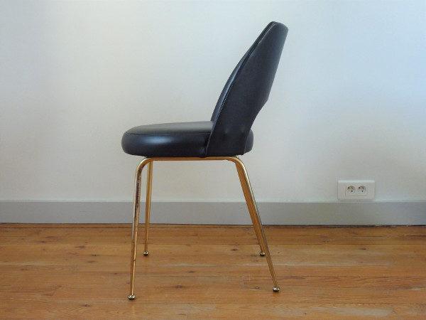 chaise tonneau cuir synthétique noir profil