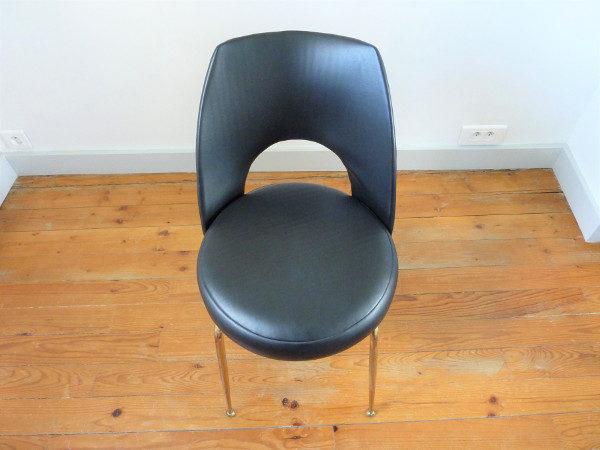 chaise tonneau cuir synthétique noir dessus