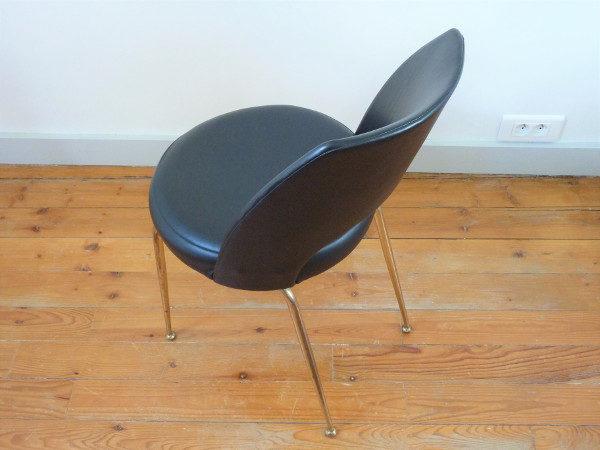 chaise tonneau noire cuir synthétique