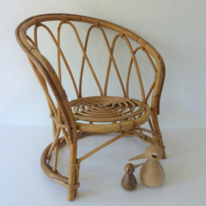 fauteuil diabolo en rotin pour enfant vintage