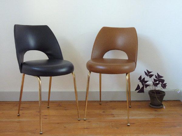paire chaises tonneau cuir synthétique vintage années 50 60