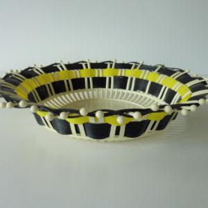 corbeille à fruits plastique noire et jaune vintage