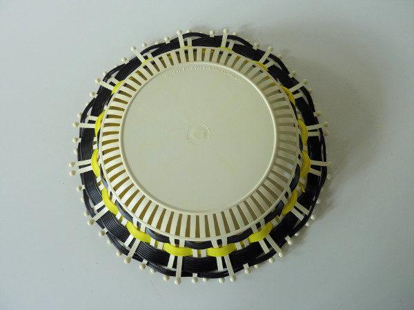 corbeille plastique tressé noire et jaune vintage