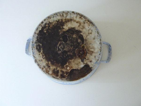 Bassine à couvercle émaillée bleue mouchetée