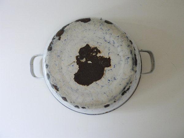 Bassine émaillée ancienne bleue mouchetée à anses