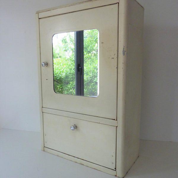 armoire à pharmacie avec miroir metallique vintage