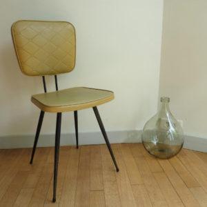 chaise en skaï moutarde vintage bistrot