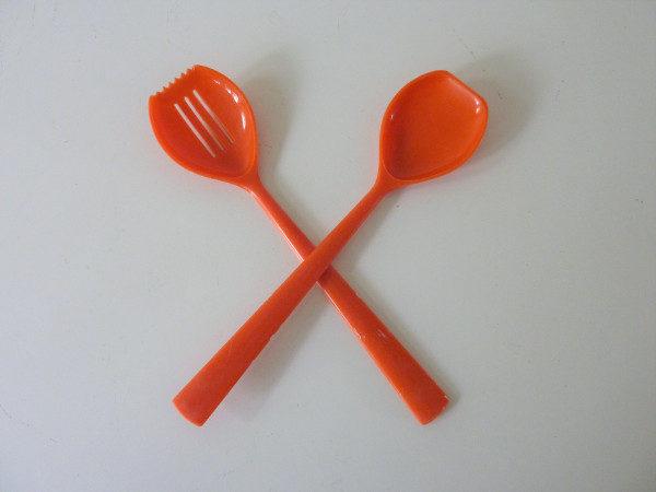 couverts de service vintage orange