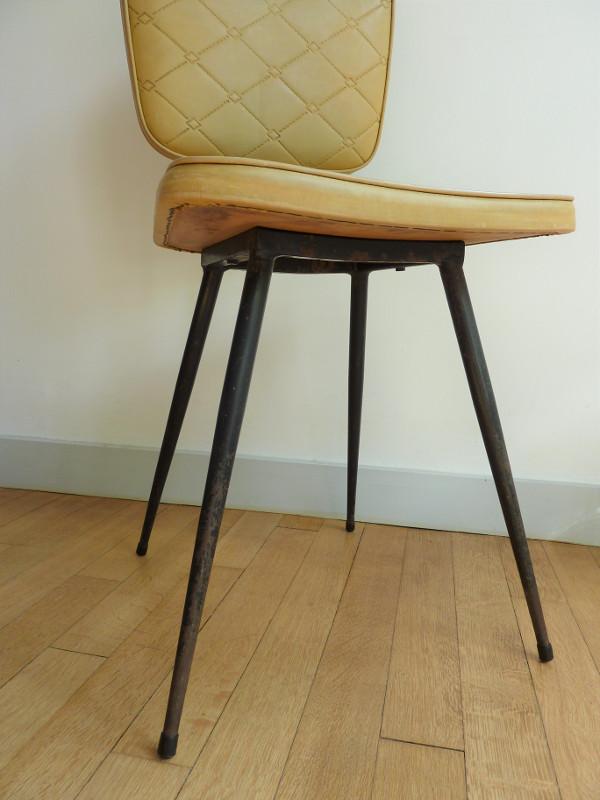 chaise en skai chaise en skai rouge de genevive dangles et christian defrance with chaise en. Black Bedroom Furniture Sets. Home Design Ideas