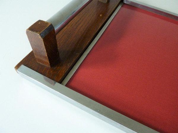 plateau bois et formica rouge à poignées