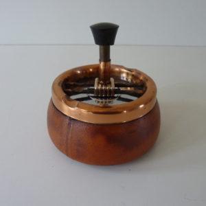 cendrier poussoir en cuir vintage