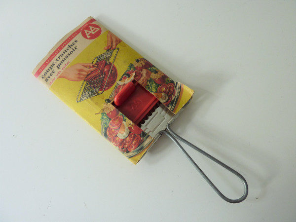 coupe tranches ancien avec poussoir