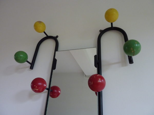vestiaire porte manteaux fifties boules multicolores