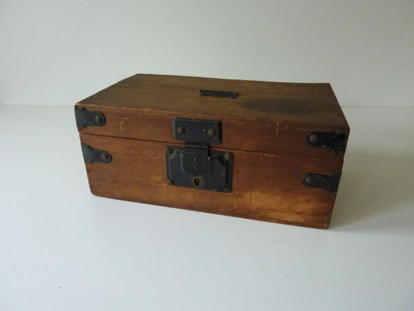 petit coffre en bois feeb 39 s little shop. Black Bedroom Furniture Sets. Home Design Ideas
