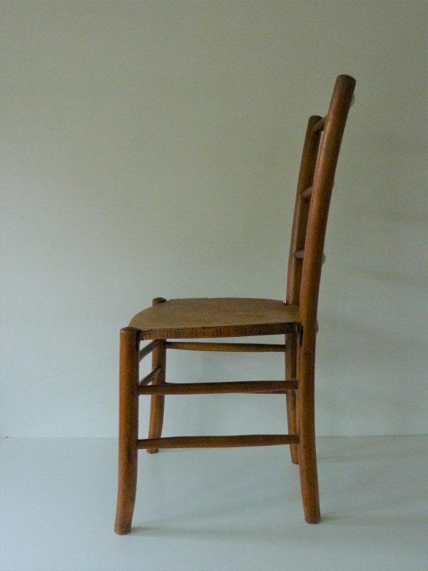 chaise de nourrice ancienne en bois