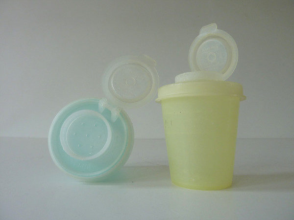 salt et pepper Tupperware vintage 2