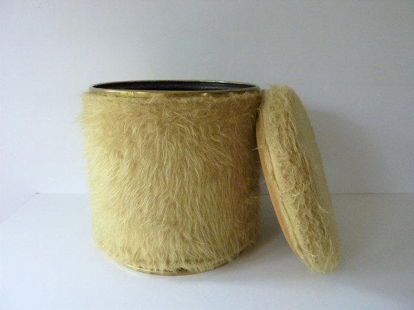 pouf moumoute seventies moutarde 1