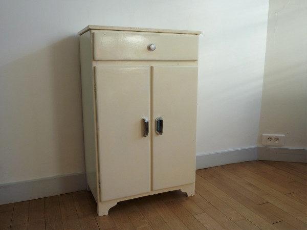 meuble blanc ancien en bois