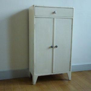 petit meuble blanc ancien en bois