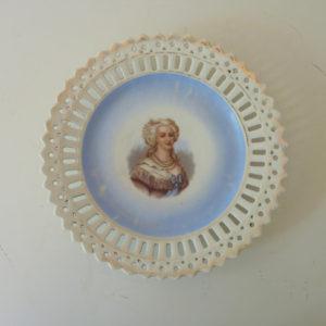 Assiette décorative Marie-Antoinette ancienne