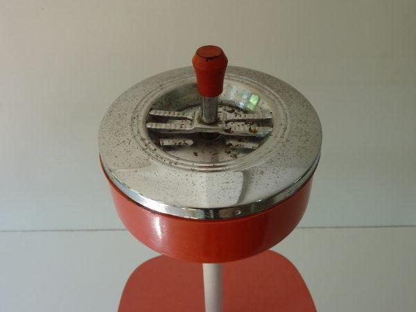 cendrier sur pied Formica rouge