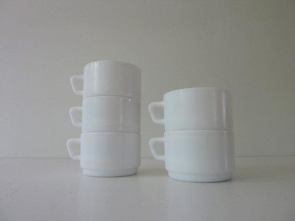 5 tasses Arcopal vintage blanches