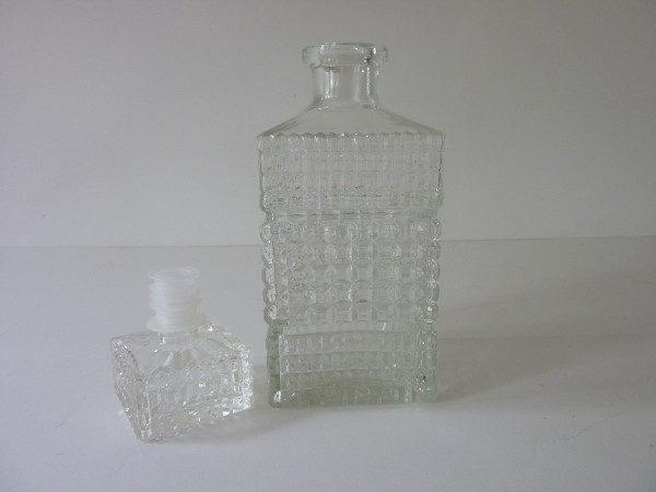 Carafe à whisky carrée en verre ciselé