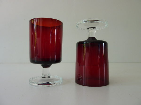 Petits verres à pied rouge luminarc