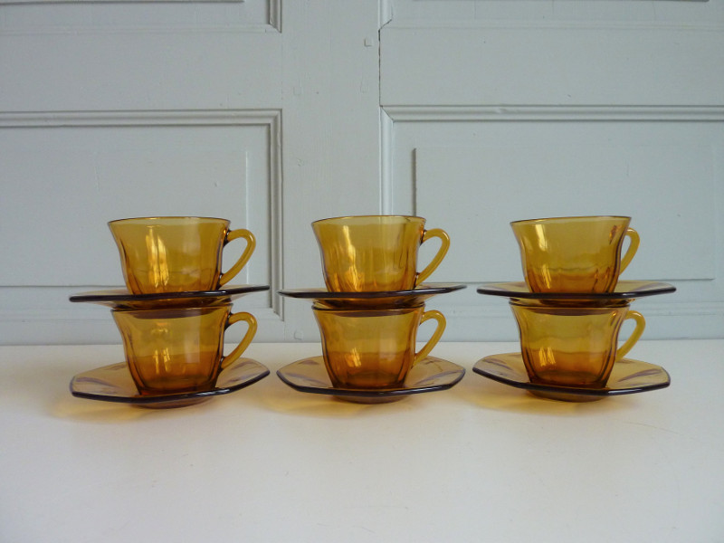 6 tasses et sous-tasses Vereco ambre