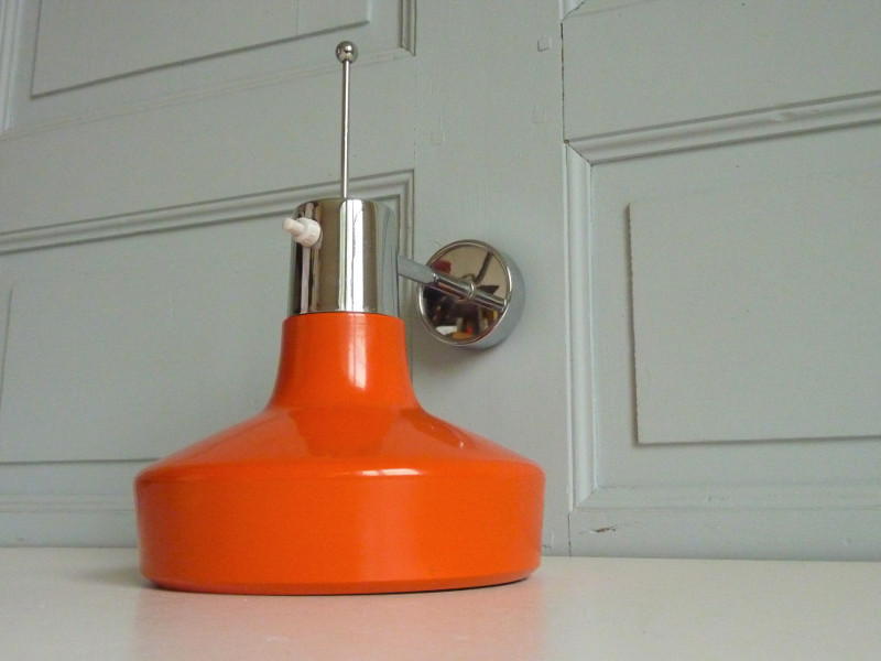 applique métal orientable orange années 70