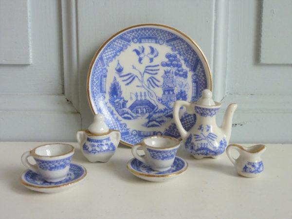 service à thé miniature ancien en porcelaine