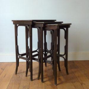 tables gigognes thonet numéro 10