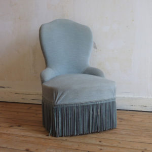 petit fauteuil crapaud ancien velours bleu