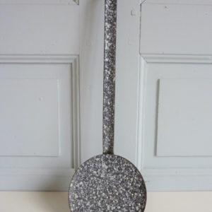 Ecumoire émaillée mouchetée gris et blanc
